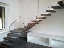 escalera volada en l estructura y peldaos de madera