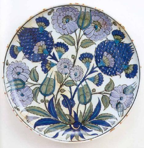 Rimless shallow dish, ca.1545   Homayzi Collection, Kuwait: Selcuk and Ottoman Pottery