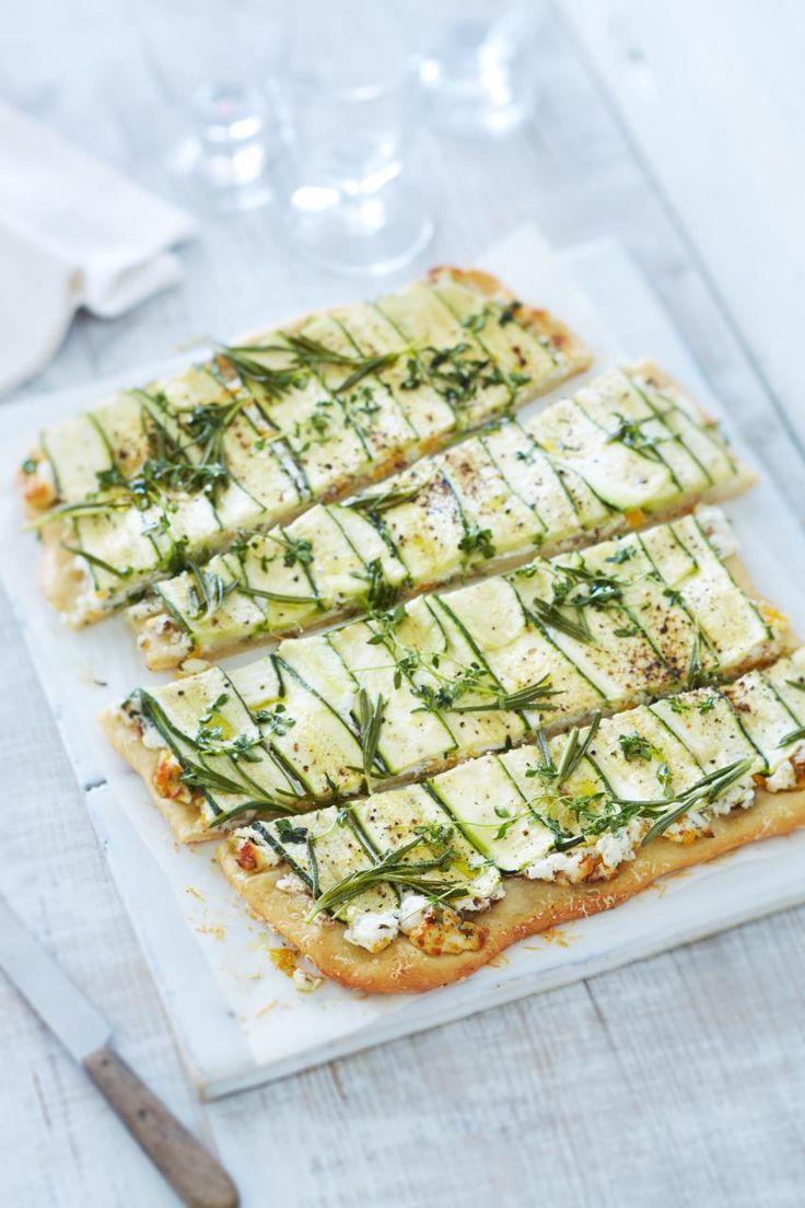 Rezept: Zucchini-Flatbread mit Ziegenfrischkäse