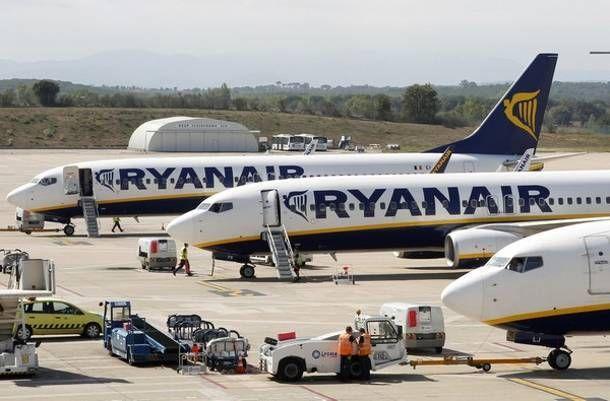 Ryanair: Αύξηση 43% στα καθαρά κέρδη το 2015