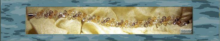 Pulsera Tierra - Cristales Swarovski en tres tonos forman esta pulsera con cierre plateado en forma de flor.