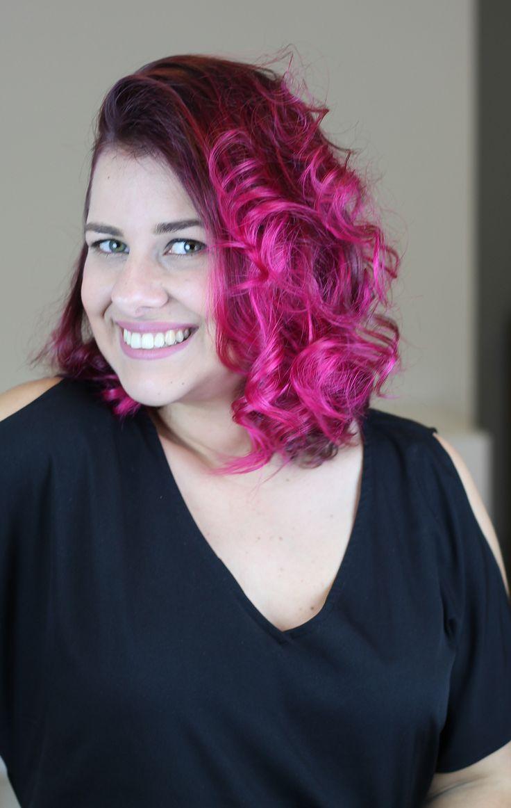 Tutorial em vídeo de como pintar o cabelo de rosa em casa sozinha, muito fácil!!!! Dicas de como fixar mais a cor nos cabelos.  Usei para colorir os cabelos a tinta sem amônia Urban Purple da linha Hard Colors da Keraton.  Cabelo pink lindo. Cabelo rosa perfeito. Cabelo colorido. Inspiração.