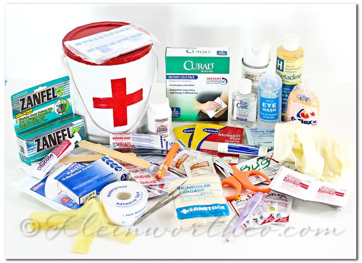 First Aid Kit and Printable Checklist, DIY first aid kit