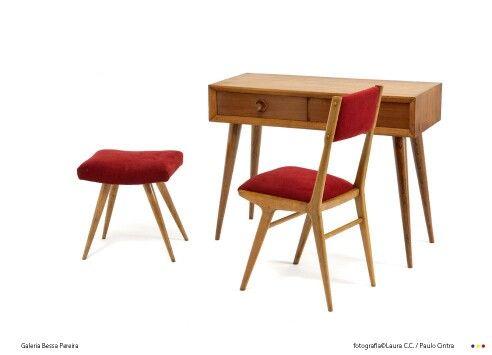 Hotel Tivoli Lisboa Designer: José Espinho Ano: Finais dos anos 50, início anos 60 Produção: Móveis Olaio Material: Madeira de Cedro, cadeira e banqueta ...