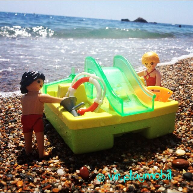 Pam and Mitch Bucanan are entertained during breaks Baywatch ☀️ #playmobilfigures #playmobillovers #playmobilporelmundo #playmo #playmobilespaña #famobil #clicks #iloveplaymo #playmo #playmobilfans #playmobilmania #toycreativity #playmobilcollectorclub #geobra #playmyplanet #iloveplaymo #iloveplaymo #playmobil #playmobils #playmobile #toystagram #toyartistry #toyfusion #sun #summer #sea #baywatch