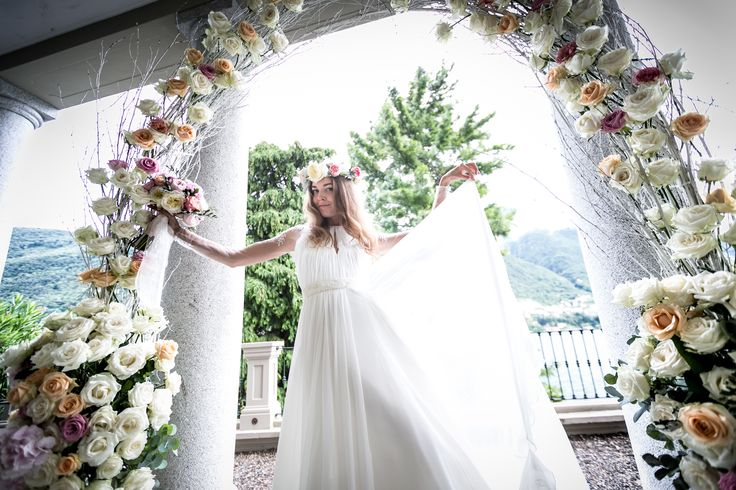 White wedding arch with branches and roses / Белая арка для церемонии из веточек и роз