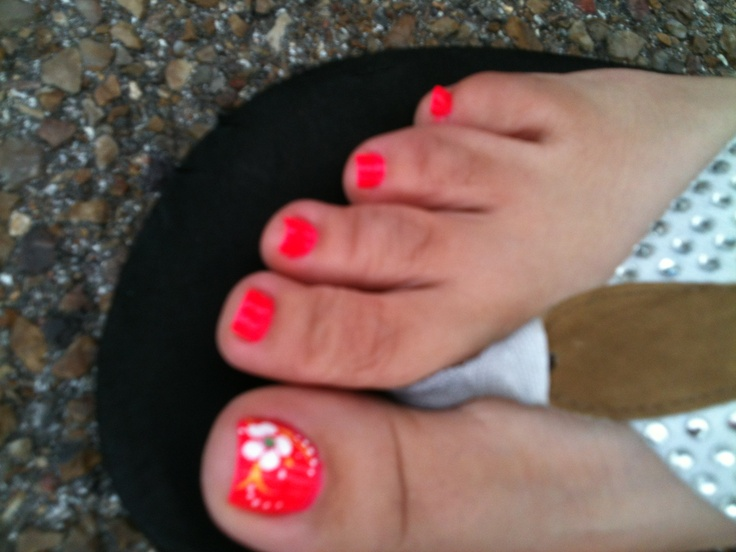 Bright toe nail summer colors