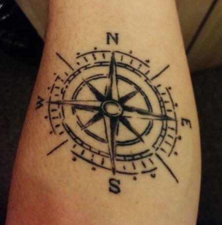 Tattoo-Foto: Mein Kompass; skizzenartig und simpel