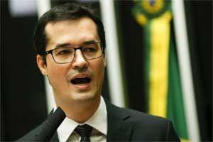 "Rio - No auditório da Primeira Igreja Batista de Curitiba, o procurador Deltan Dallagnol propõe a cada espectador da palestra ""Lide"