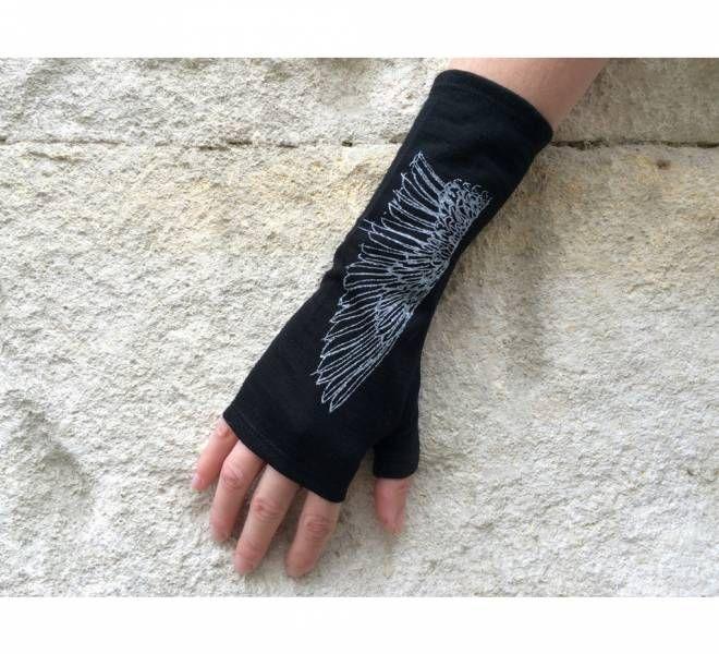 Black wing medium length merino mitts by New Zealand designer Kate Watts. Made in New Zealand.