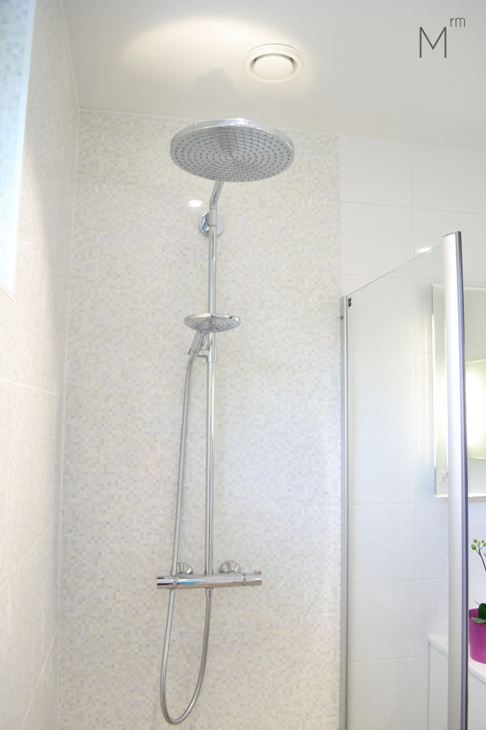 Scandinavian bathroom with white and pearl shimmer tiles. Interior design by Marika Ritala-Mäkinen (Finland, Tampere).