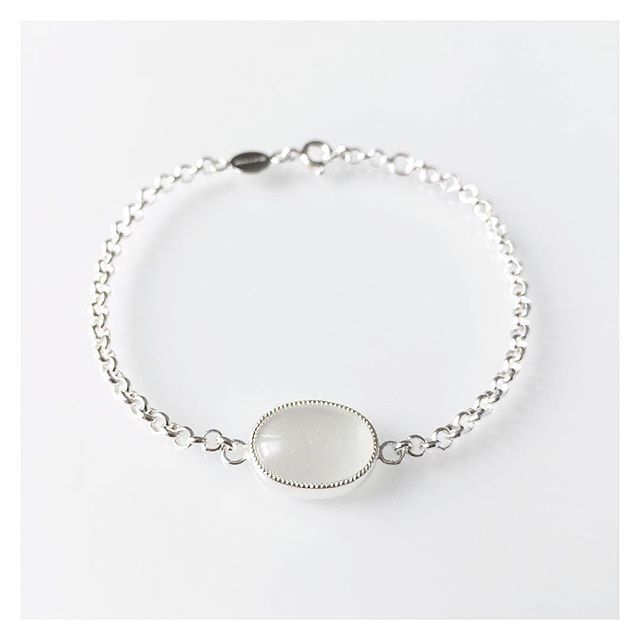 Hopeinen rannekoru kuukivellä  #silver #moonstone #bracelet #finnishdesign #handmadeinpori #handmadejewelry #oonaarmiajewelry