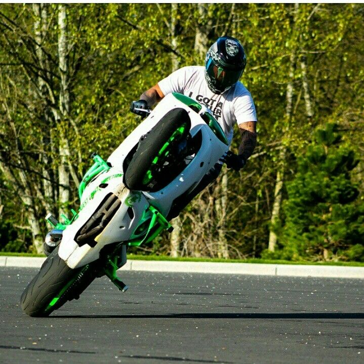 Sponsored Rider @samoan_bruce_wcc Going fast n wide on his ZeusArmor equipped R6S murdering those fast circles #zeusarmor #dowork #yamaha #r6s #stunt
