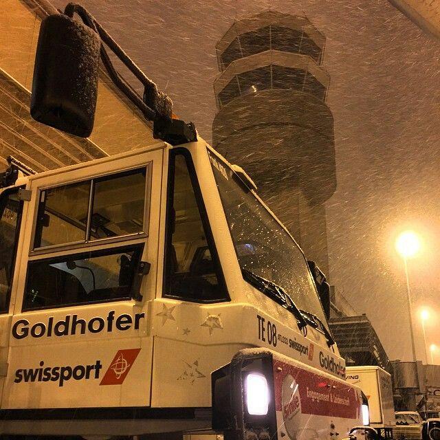 Swissport Goldhofer Tractor under the Zurich Control tower @mutzi1987