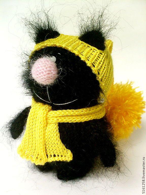 """Вязаный чёрный кот """"Талисман""""."""