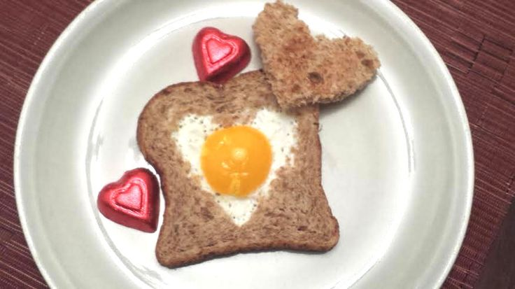 Valentine Egg in a Toast - I'm going to eat this one right now! Get in my belly LOL