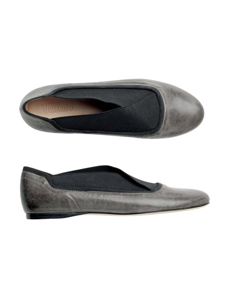 Elasticized shoe