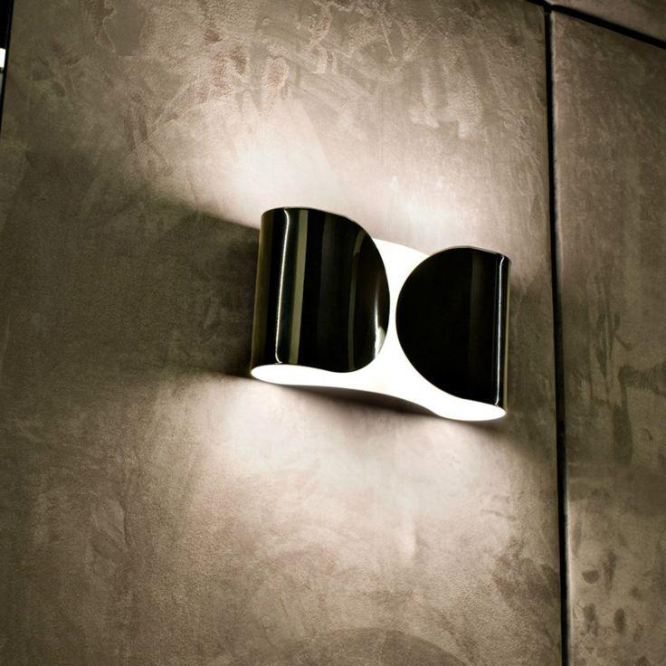Flos Foglio lampada da parete. La lampada è costituita da un foglio di alluminio avvolto su se stesso, il risultato è un'applique originale e particolare.