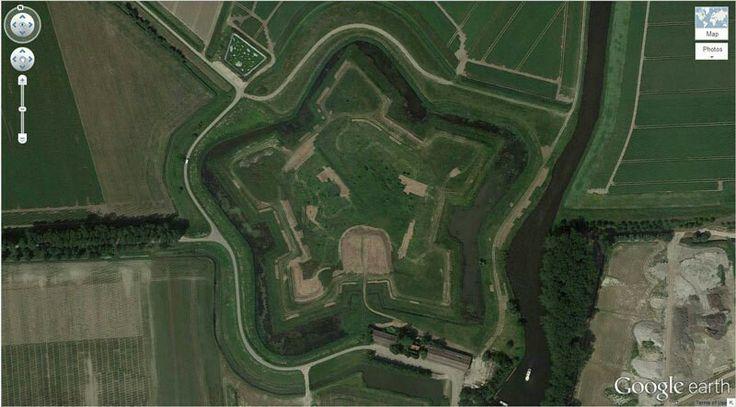 Fort Henricus (ook: Fort Hendrik) was een fort aangelegd in 1626 ter verdediging van de haven van Steenbergen. Het fort is gebouwd op de plek waar in 1594 al een fort had gestaan. Het heeft als verdedigingswerk zodanig dienst gedaan tijdens de Tachtigjarige Oorlog. Het fort heeft vijf bastions, een natte gracht met een contrescarp. In 1809 is het fort voor de laatste keer in paraatheid gebracht, in verband met de mogelijke Britse invasie in Zeeland. In 1812 is het fort afgebroken. Het fort…