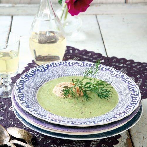 Recept på Blomkålssoppa med örter och laxmousse från - Hemmets Journal