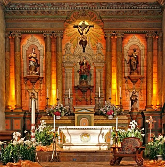 Quick Guide to Mission Santa Barbara: for Visitors and Students: Mission Santa Barbara Altar Picture