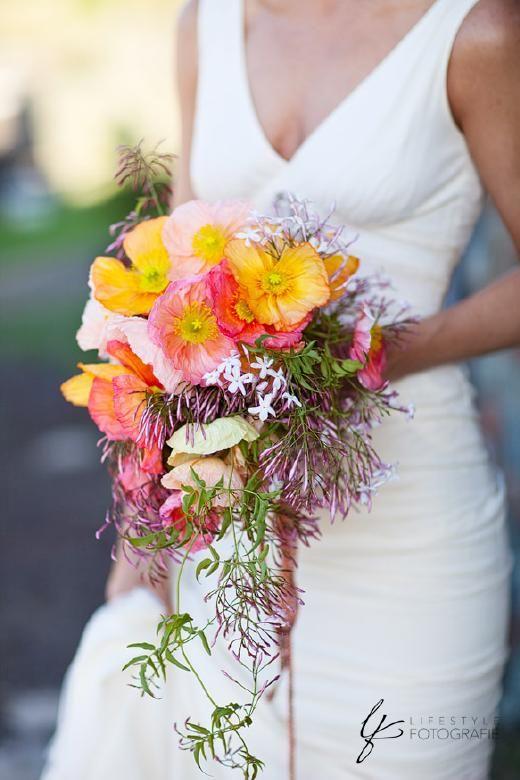Wedspiration – landelijk romantisch trouwen *fotoreportage bruid & bruidegom* - Pinterested @ http://wedspiration.com.