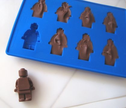 Mold for candy/chocolate lego guys...: Lego Men, Chocolates Lego, Ice Cubs, Lego Parties, Ice Cube Trays, Candy Moldings, Chocolate Lego, Chocolates Moldings, Ice Cubes Trays