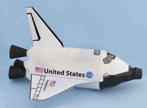Endeavour Space Shuttle Pop Bottle Craft -- wish I had found this last month when I needed to make a rocket for Cub Scouts!