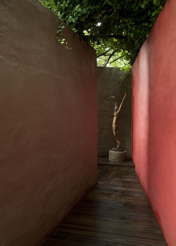 Barragan style patio in South Africa (photographer: David Ross, lives in Cape Town, South Africa)