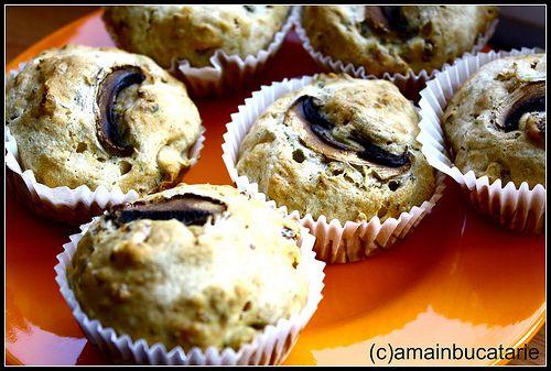 muffins cu telemea, marar si ciuperci http://amainbucatarie.blogspot.ro/2010/10/muffins-cu-telemea-marar-si-ciuperci.html