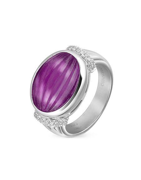 Ispirato alla gioielleria d'epoca romana, questo anello è mini capolavoro con ametista cabochon realizzato in oro bianco 18 carati e arricchito da 0,13 carati di diamanti abbaglianti. Made in Italy.