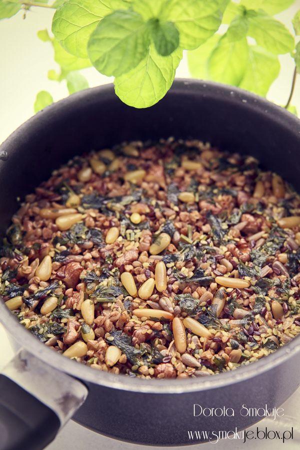 Kasza gryczana gotowana z pestkami i orzechami