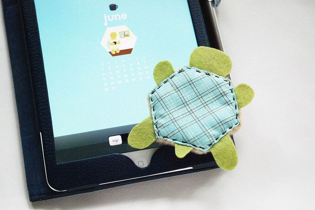 Hexie Screen Cleaner - So useful and cute! #quilting #hexie