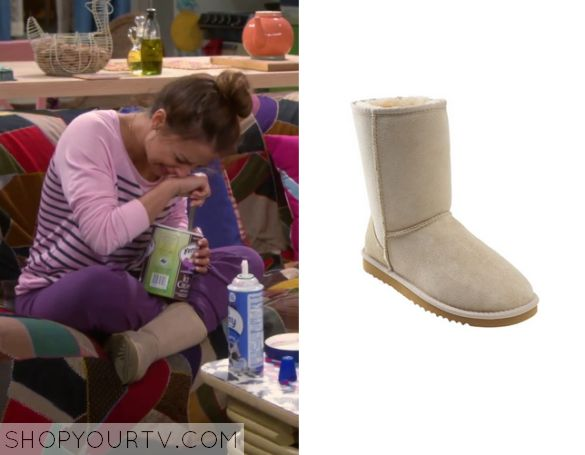 Young and Hungry: Season 2 Episode 13 Sofia's Nude Slippers