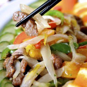 Wokschotel met groenten en kalkoen