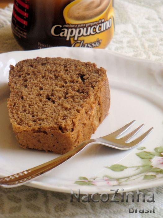 Veja como fazer bolo de cappuccino e aproveite para saber como se prepara pó para cappuccino caseiro. Duas receitas em uma!