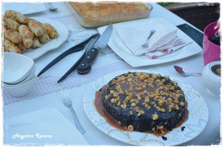 Fındıklı Karamelli Pasta:http://hayatinkivami.blogspot.com.tr/2017/09/findikli-karamelli-pasta.html