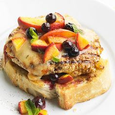 Easy 30-minute meal for Phase 1 and Phase 3: Turkey Burger with Peaches and Blueberries. Skip the cheese, and serve each burger open-faced on half of a sprouted-grain bun.