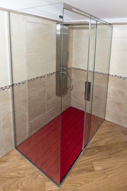 Piatto Doccia P•DRENO con pedana MELISSA e box doccia scorrevole. In questo ambiente l'abbinamento è volutamente in contrasto proprio per valorizzare al meglio l'oggetto essenziale, padrone della stanza da bagno. #SILVERPLAT #sistemadoccia #doccia #design #arredobagno #arredamentointerni #piattodoccia #piattidoccia #design #interni #progettazione #arredi #bagno #architect #bagnodesign #boxdoccia #luxurydesign #docciadesign #bagnomoderno