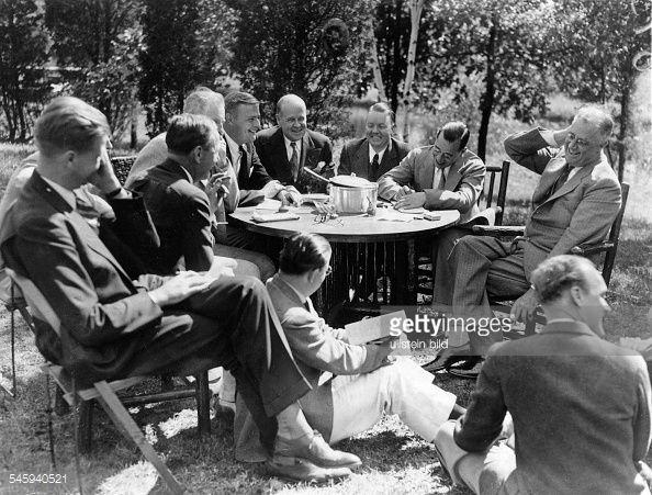 F.D. Roosevelt, Politiker, USA, Präsident, Interview im Garten : News Photos