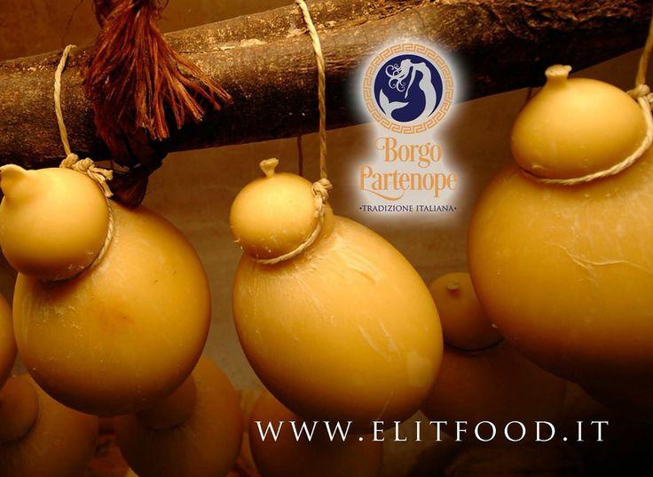 Caciocavallo stagionato Borgo Partenope Tradizione Italiana ,selezioniamo i migliori prodotti italiani per garantirli ai nostri clienti .