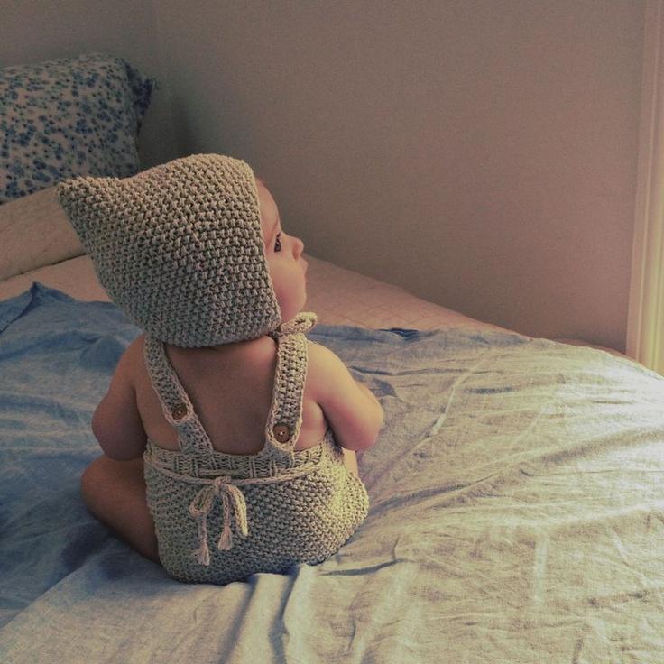 Bebê com gorro de duende