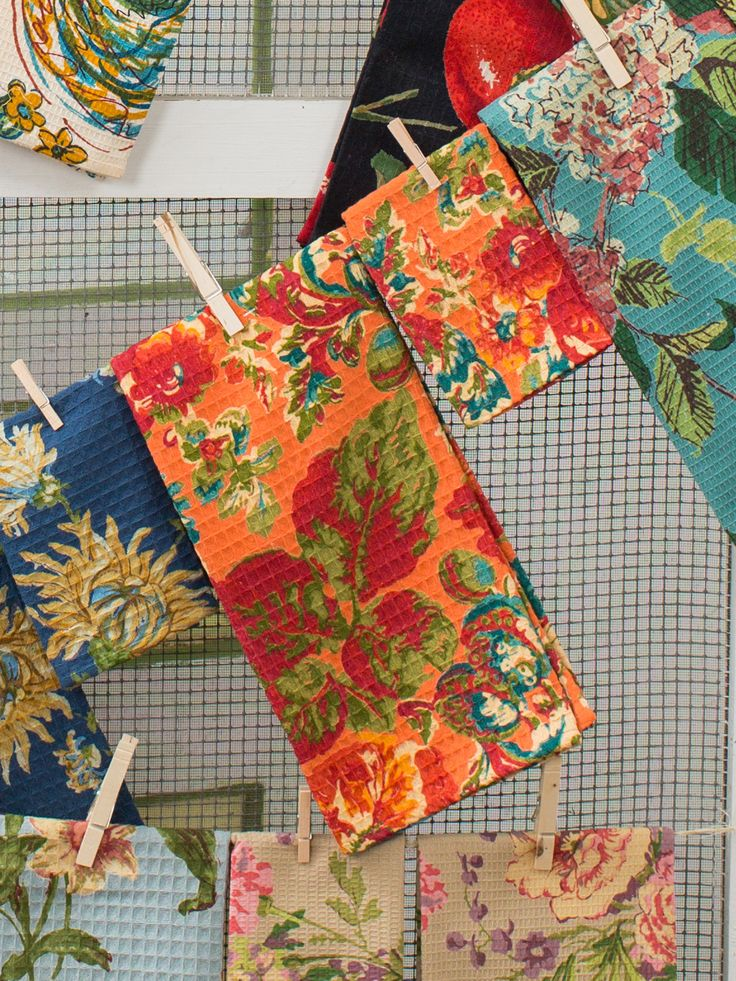 An ancient symbol of abundance and prosperity, the pomegranate makes a fitting addition to your harvest décor. These bright, bold tea towels modernize the old world fruit by casting it in New England's autumn colors. Use one to wrap our Harvest Patchwork Tea Cozy: a thoughtful hostess gift! http://www.aprilcornell.com/product/Pomegranate-Tea-Towel-Set2-TTPOMX-Orange/tea-towels