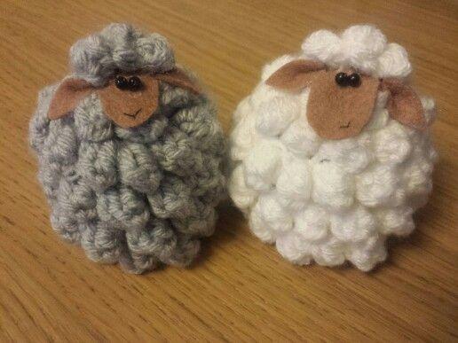Crochet Easter Sheep egg warmer/ cosy. Decoration. EIERDOPJES VOOR PASEN GEHAAKT
