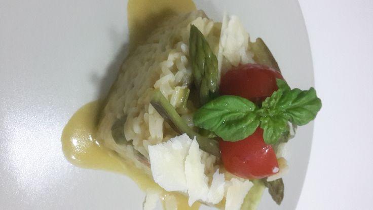 risotto con verdure fresche e di stagione. Ideale per una cena leggera. Come piatto unico è ideale anche per una cena leggera e salutare.