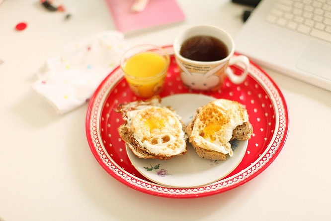 Fried egg on rye, orange juice, tea