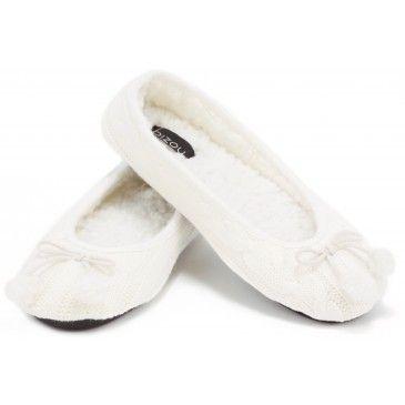 Pantoufles tricot ivoire disponible à votre boutique Bizou du Carrefour Frontenac.