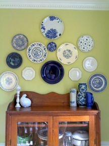 Cheap Invisible Plate Hangers. I HATE these plates, but I love the idea for hanging plates on the wall!