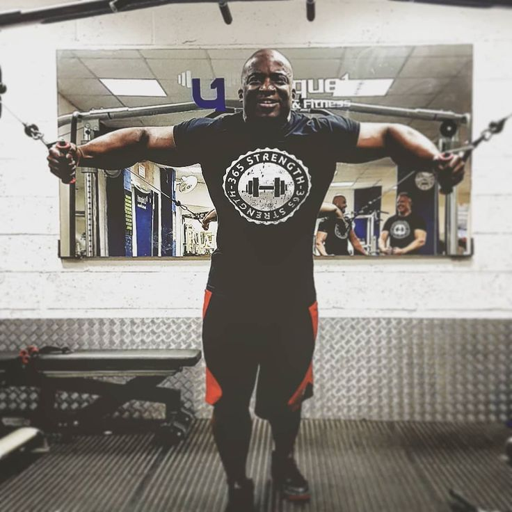 Making it look easy in the @365_strength muscle fit training shirt @petethefreaklawson #pumpingiron #fitness #bodybuildinglife #bodybuildingclothing #gymapparel #buildingabrand #gainz #buildingmuscle #lookingood #fit4life #bodybuilding #whentrainingislife #workingout #beastmode