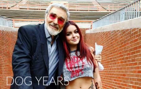 #BurtReynolds and @arielwinter1 stop to pose for a picture while filming at Neyland Stadium #DogYearsFilm #Behindthescenes #NeylandStadium
